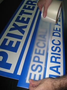 autocollants pour la décoration de stands,vitrines,véhicules ou la signalisation en générale